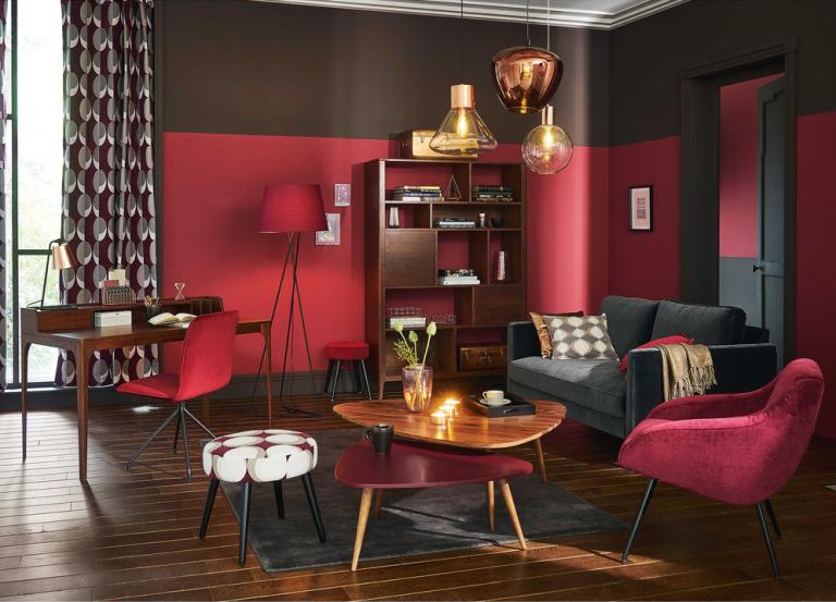 fauteuil-vintage-en-velours-bordeaux-et-metal